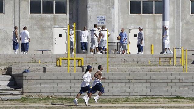 inmates-exercising
